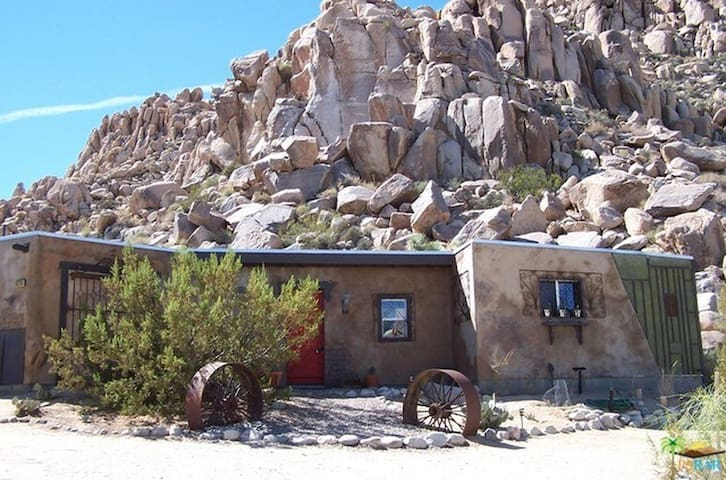 Front view of house on Bobcat Trail.  Behind is Joshua Tree NP.