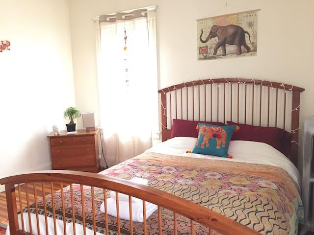 Matthew's Ohio room in Providence