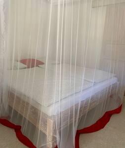 queensize bed (2*90cm * 200cm) met muskietennet