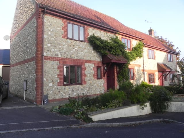 Pretty, quiet home in Dorset village - Thorncombe - Ev