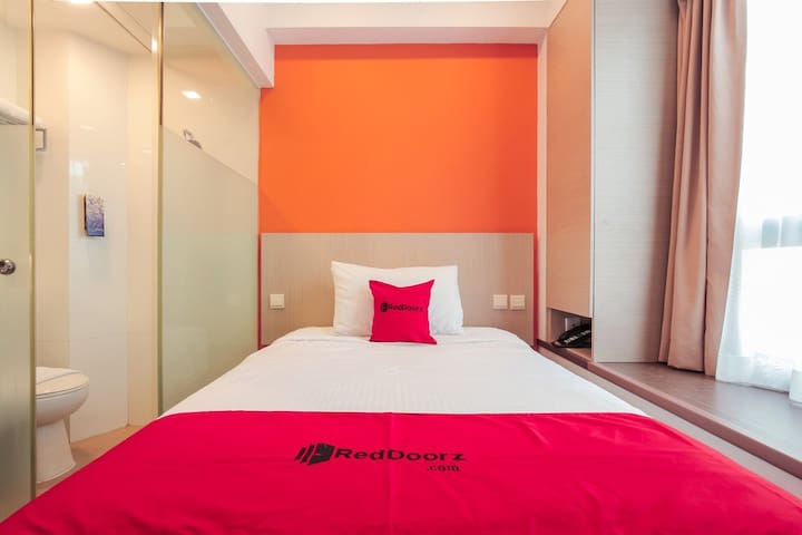 Budget Hotel Room @ Balestier Rd   RedDoorz