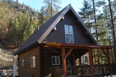 Cozy 2 BR log cabin with views