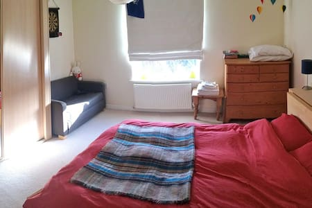 Double Room in Lovely Village by Bristol & Airport - Long Ashton - House