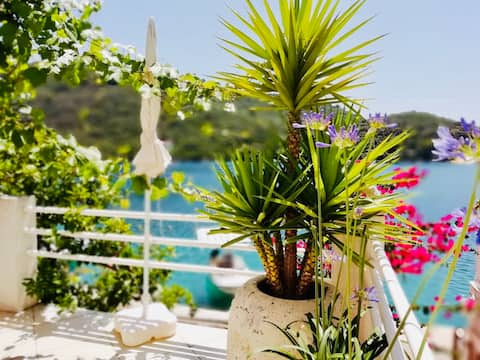 By the Sea - Green Lastovo Apartment