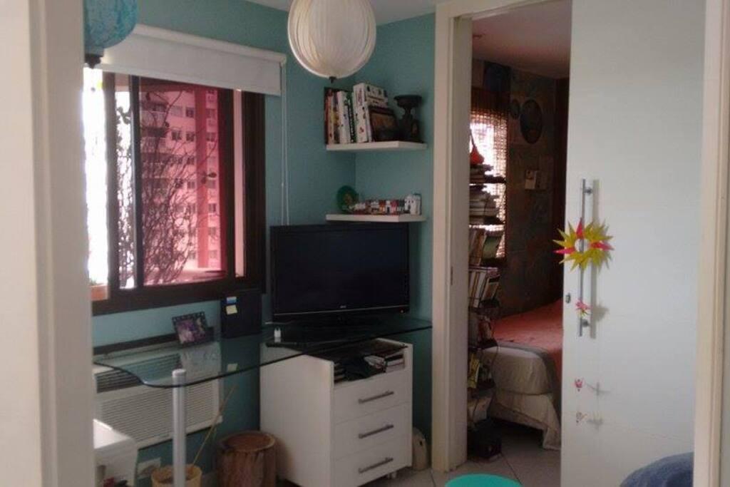 vista da sala privada e quarto.
