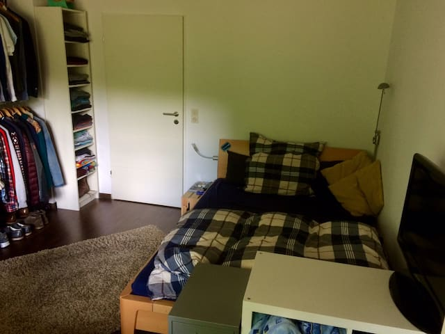 Ein Zimmer in WG / room in shared accomodation