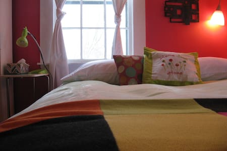 Raspberry Room with Breakfast - Peterborough - Bed & Breakfast