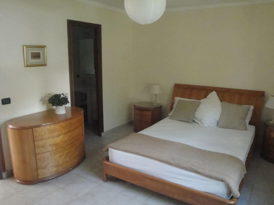 Main bedroom en suite.