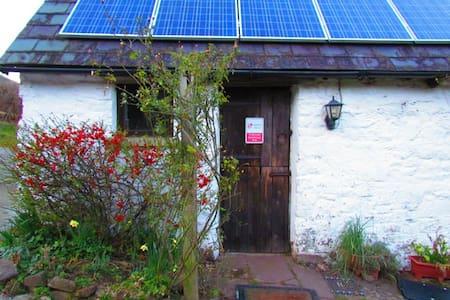 Middle Ninfa Farm Bunkhouse - Abergavenny - Hytte (i sveitsisk stil)