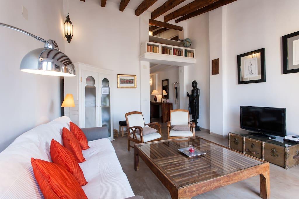 Comfortable & quiet living room