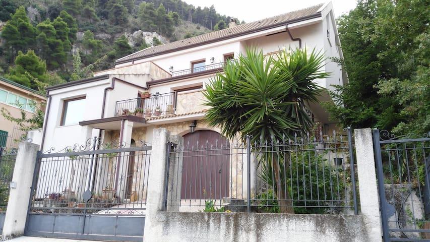 Mansarda in Villa panoramica - Altofonte
