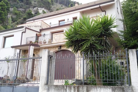 Mansarda in Villa panoramica - Altofonte - Casa de campo