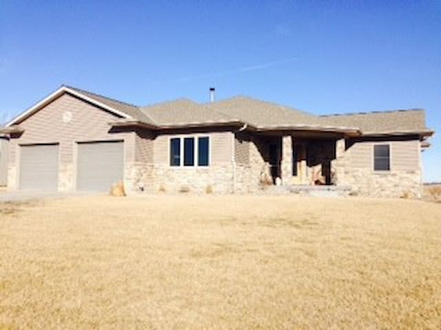Newer Country Home, Very Spacious - Nehawka - Casa