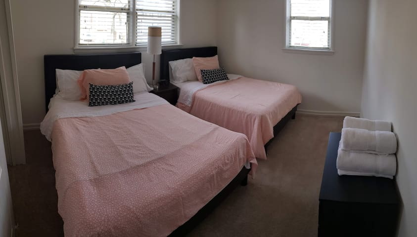 5 beds, Metro, Free Parking, Private Entrance