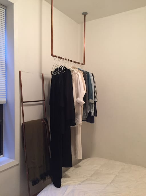 Hanging clothes rack to hang lightweight items.