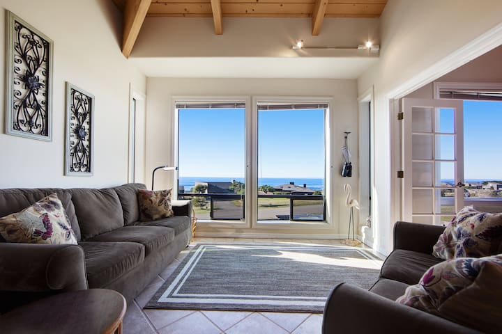 Modern oceanview home w/ private hot tub, near bluff trail w/ shared pools, more