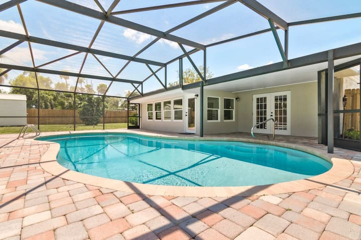 Modern Oasis by Park Ave/ Rollins/ FullSail RM2