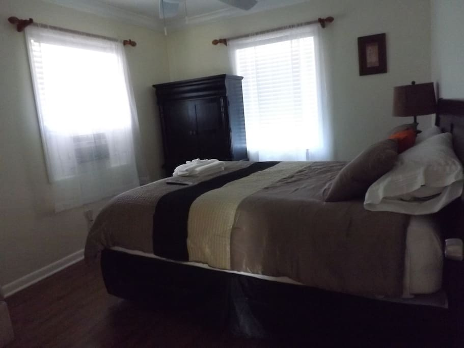 The 2nd bedroom.