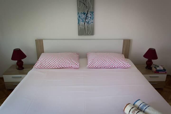 Room in Mali Lošinj - great view, nice hosts - Mali Lošinj - Hus
