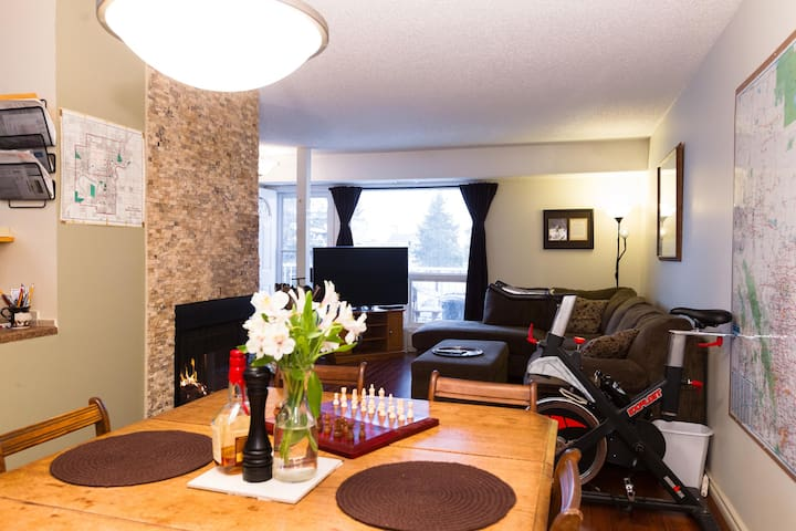 Queenbed close to LRT & Airport! - Edmonton - Apartament