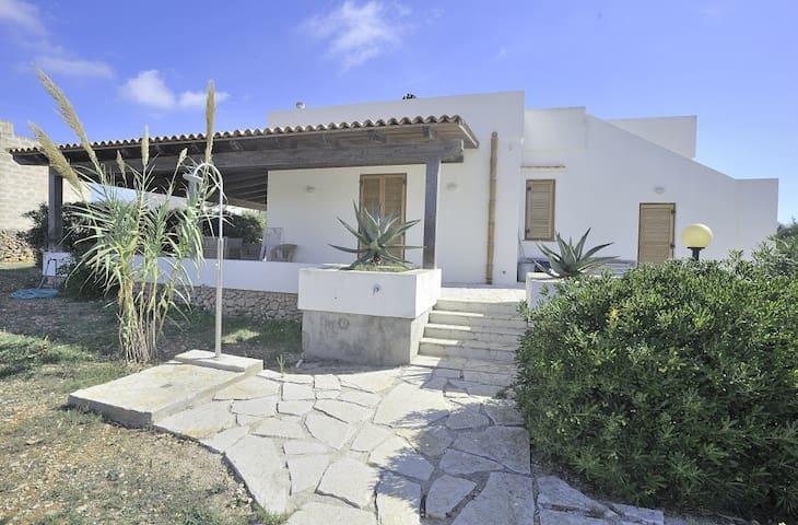 Cozy cottage with sea sight - Favignana - Villa