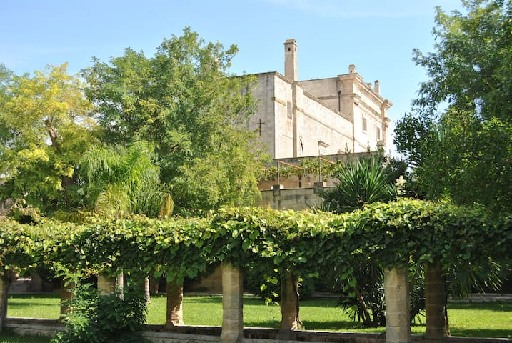 Suite CAVALIERI in the Castle with pool - Casamassella