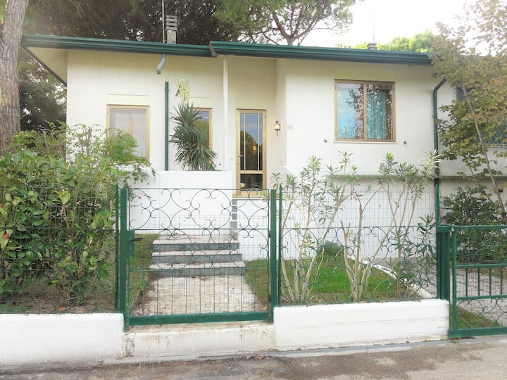 Villa with 2 bungalows in Bibione Pineda
