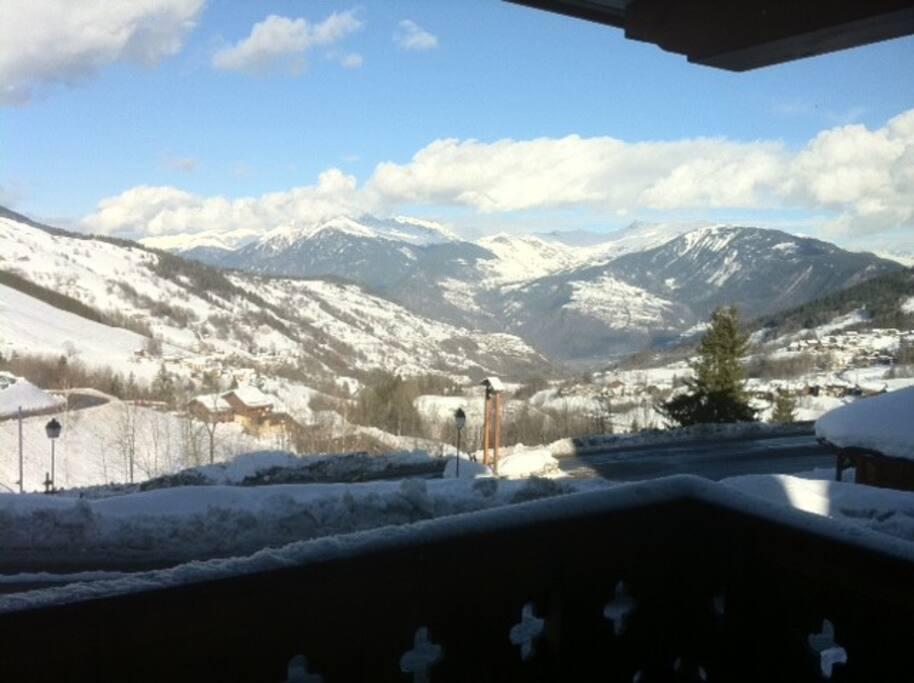 Vue du balcon sur la vallée.