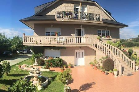 Apartamento A 3 mint of beach - Sanxenxo - House