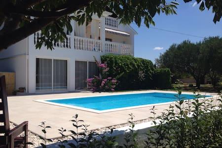 Holiday home Villa Emma - Sukošan  - Hus