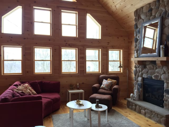 Beautiful new cabin!!! - Hazleton - Huis