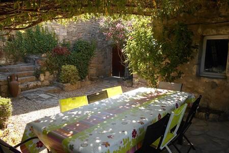 Gîte de charme en pierre avec piscine - Berrias-et-Casteljau