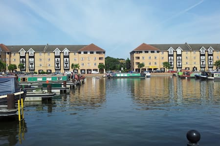 2 Bed Apartment  Apsley Lock Marina - Appartement