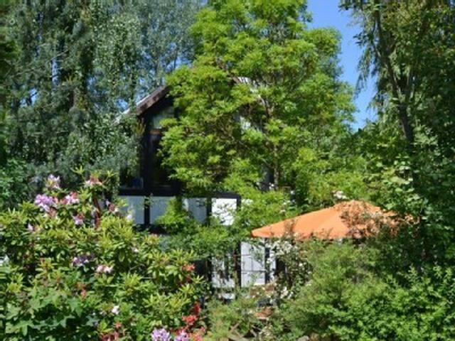Schöne  ,stadtnahe Landhaus Fewo. mit Garten