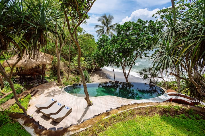 The Cove Bali - Beachfront Villa with Private Chef