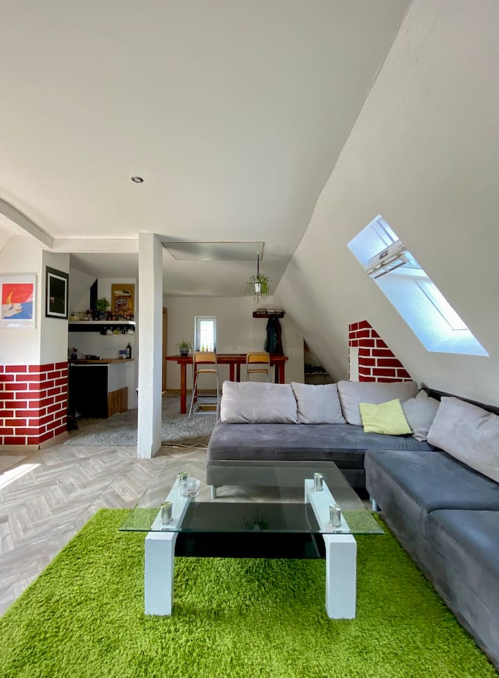 Central, artistic & cozy 50 m² roof studio