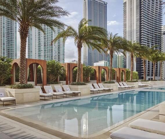 Ultra Modern Miami Luxury Resort