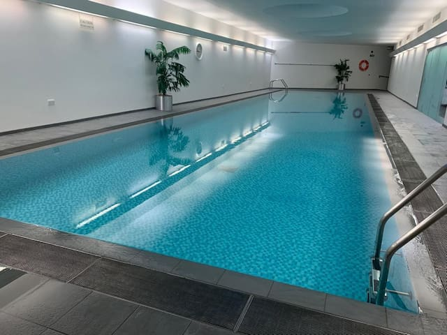 Amazing 2 bedroom flat with pool and gym