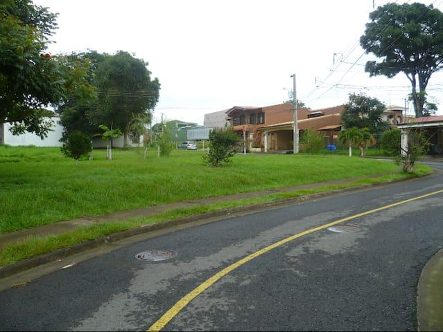 Casa cerca del aeropuerto