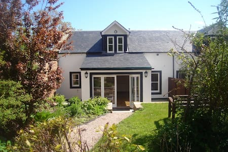 Luxury cottage in the heart of Crail.  Sleeps 8 - Crail