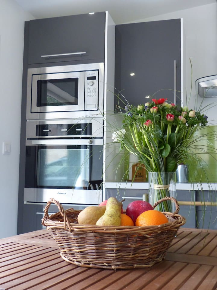 Un intérieur contemporain, fonctionnel et chaleureux