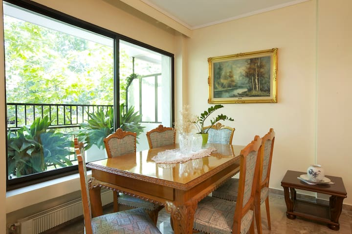 3 bedroom,145 m2 flat, close to the centre and sea - Saloniki - Apartament