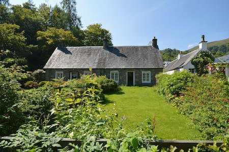 Historic cottage next to loch lomond Luss - Aldochlay Aldochlay - Casa