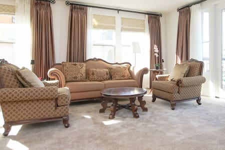 New Two bedrooms condo in Alhambra - Alhambra - Wohnung