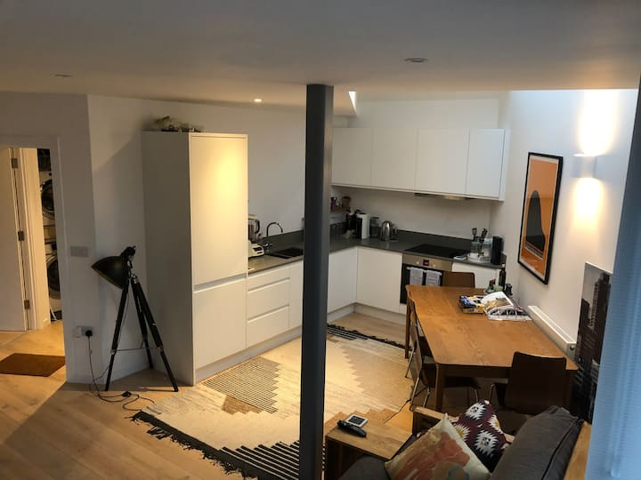 Luxury apartment near Kingston/Heathrow (sleeps 4)