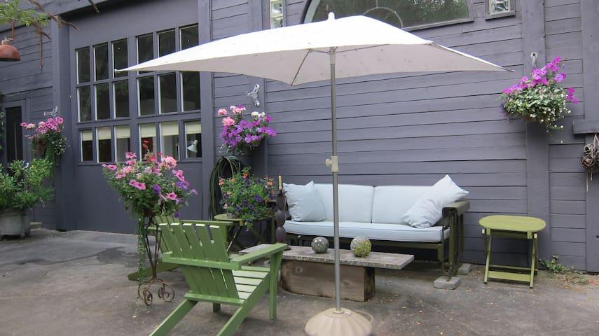 A Warehouse Hideaway Cottage/Loft 1 - Gibsons - Bed & Breakfast