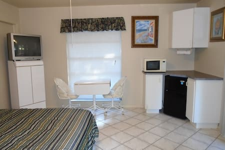 Private Entrance & Bath room/eff. - North Fort Myers