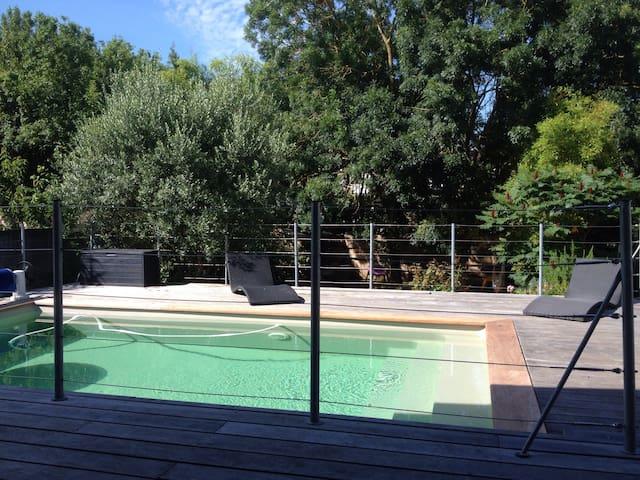 Maison centre ville avec piscine houses for rent in la for Location maison la rochelle avec piscine