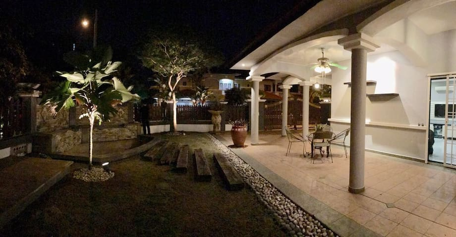 Cozy corner house in puchong - Puchong - House