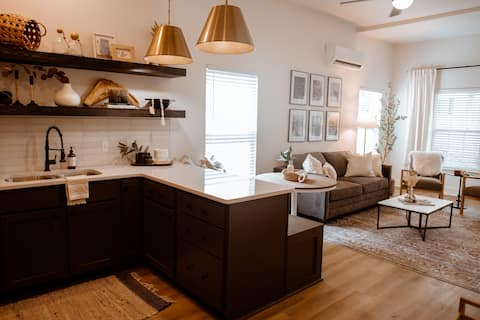 Casita Royale - Downtown Rogers